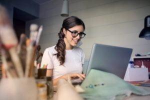 Webprof werken achter de computer